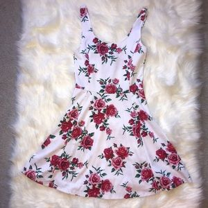 🌺 H&M white and pink floral skater dress